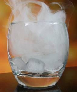 cocktail fumant barmans